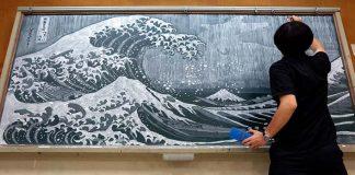 Kresby kriedou na tabuli japonským učiteľom Hirotaka Hamasaki