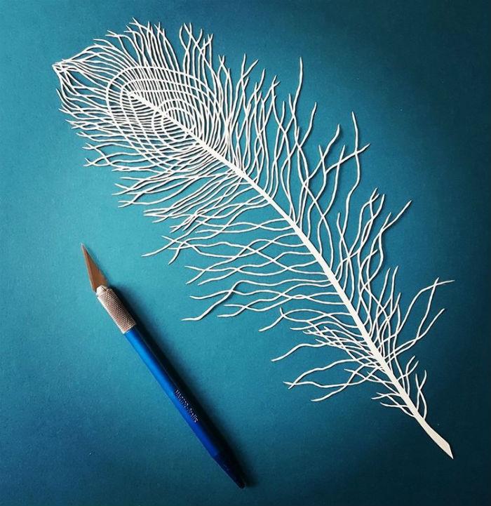 papierove-umenie-pippa-dyrlaga-vyrezava-z-papiera-vtaky-kvety-a-pierka-6