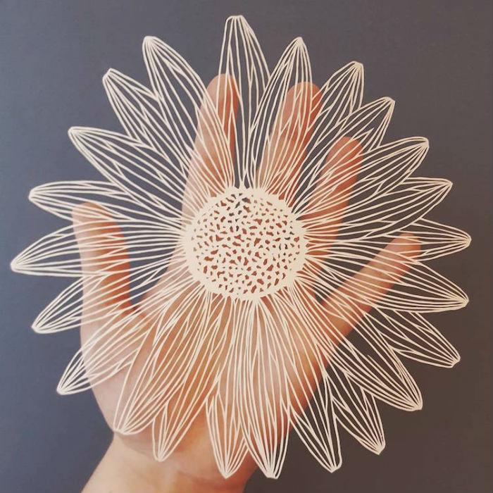 papierove-umenie-pippa-dyrlaga-vyrezava-z-papiera-vtaky-kvety-a-pierka-7