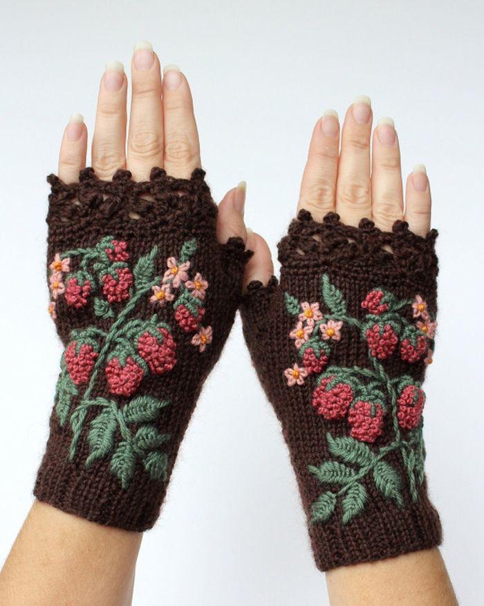 pletie-a-hackuje-rukavice-bez-prstov-prakticke-a-krasne-vysivane-1