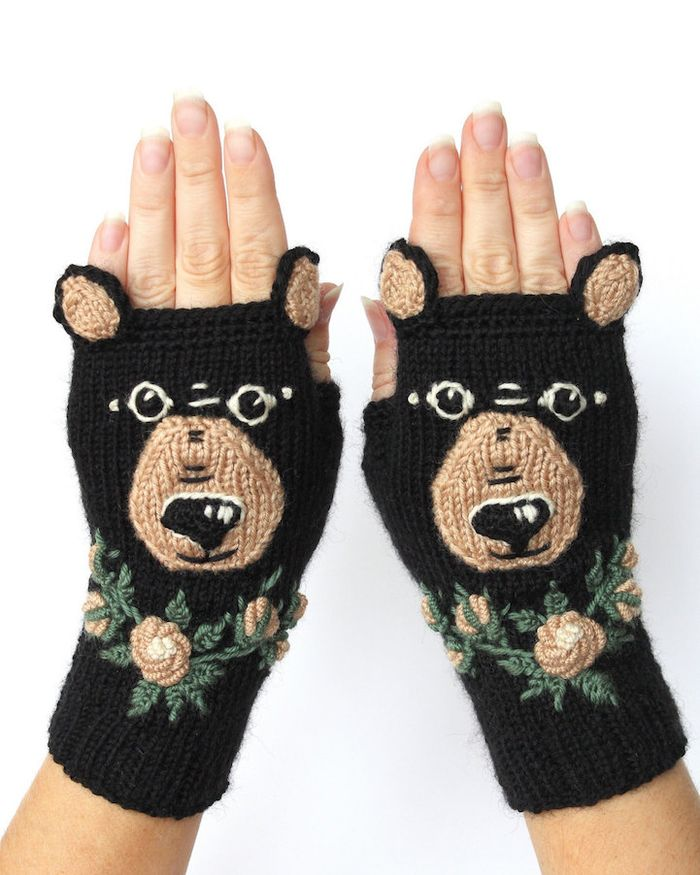 pletie-a-hackuje-rukavice-bez-prstov-prakticke-a-krasne-vysivane-7