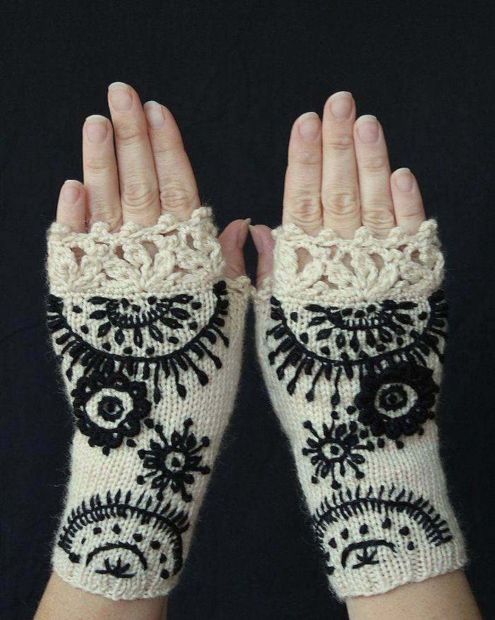 pletie-a-hackuje-rukavice-bez-prstov-prakticke-a-krasne-vysivane-9