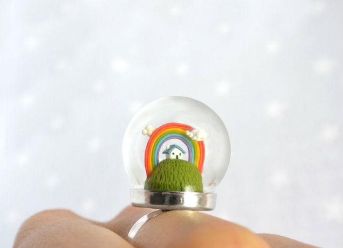 prstene-a-privesky-ktore-pod-sklenenou-kupolou-skryvaju-male-svety-12