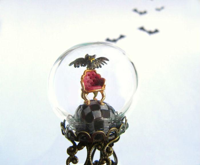 prstene-a-privesky-ktore-pod-sklenenou-kupolou-skryvaju-male-svety-6