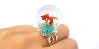 Šperky s teráriom ukrývajú miniatúrne svety z polyméru | HoKiou