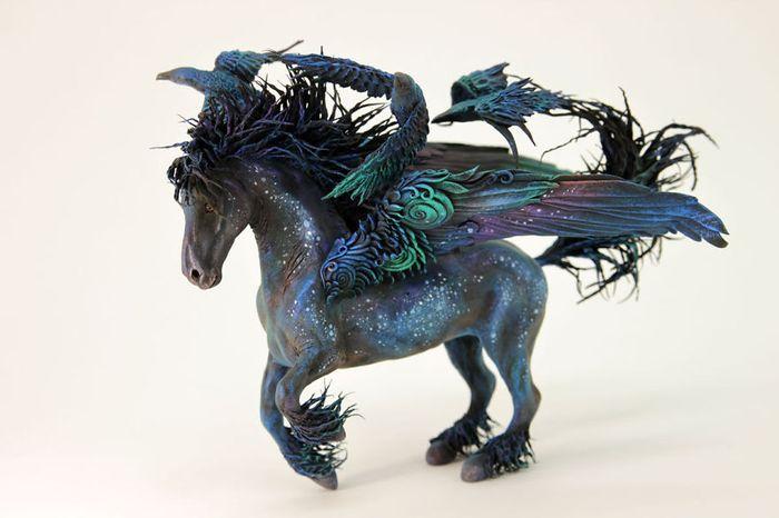 rusky-umelec-vyraba-jedinecne-sochy-z-polymerovej-hmoty-zvierata-z-magickeho-sveta-10