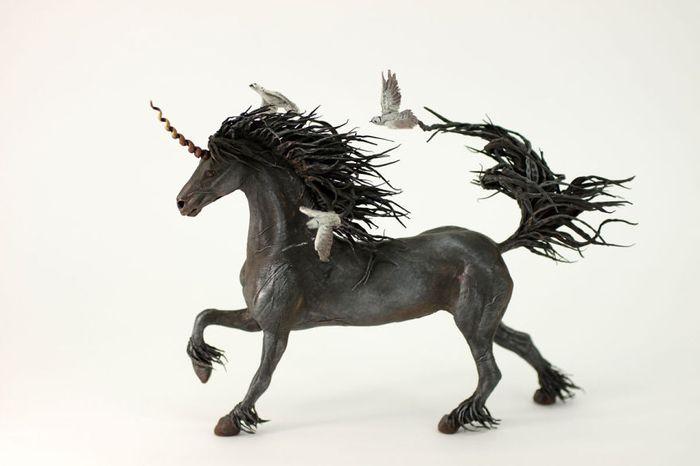 rusky-umelec-vyraba-jedinecne-sochy-z-polymerovej-hmoty-zvierata-z-magickeho-sveta-12