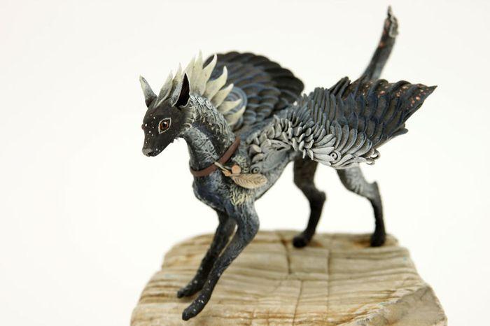 rusky-umelec-vyraba-jedinecne-sochy-z-polymerovej-hmoty-zvierata-z-magickeho-sveta-13