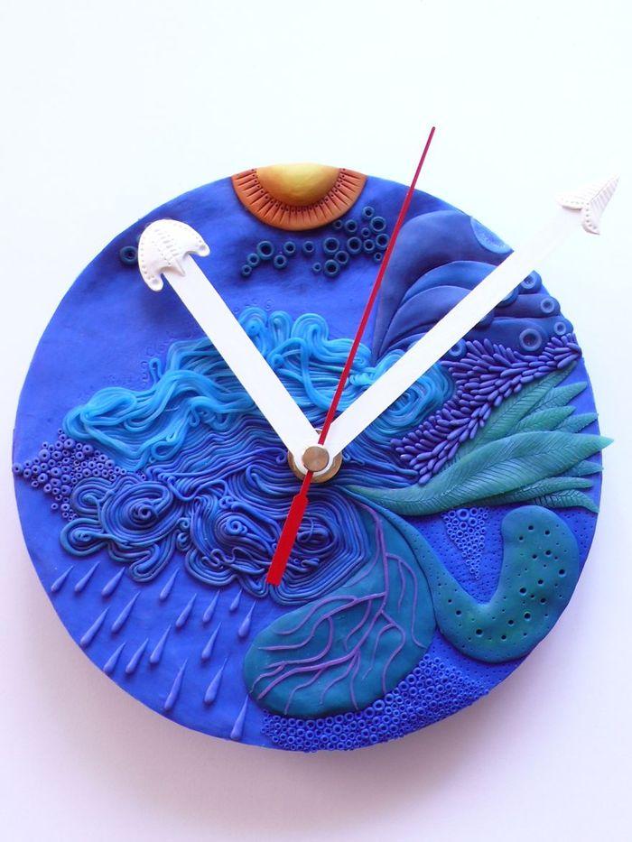 vyraba-hodiny-z-polymeru-inspirovane-podvodnym-svetom-a-prirodou-ako-takou-10