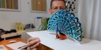 Papierové rozkladacie sochy sa objavia, keď ich otvoríte ako knihu