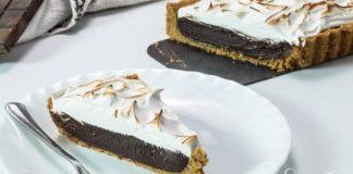 Nepečený s'mores tart s čokoládovým krémom a jemným snehom | Recept