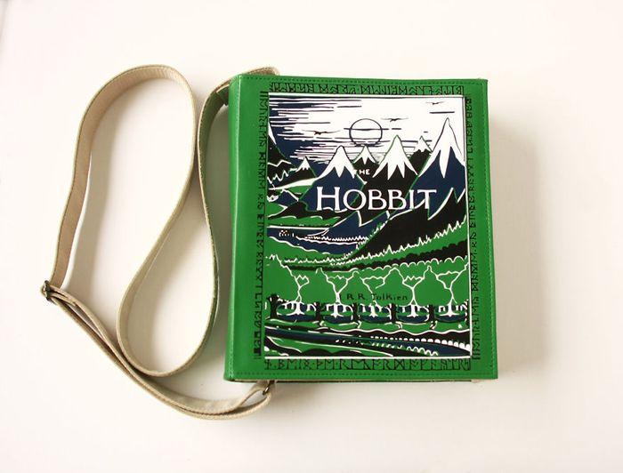 krukru-studio-predstavuje-kozeno-latkove-kabelky-s-motivmi-svetoznamych-knih-13