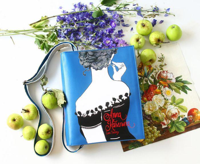 krukru-studio-predstavuje-kozeno-latkove-kabelky-s-motivmi-svetoznamych-knih-5