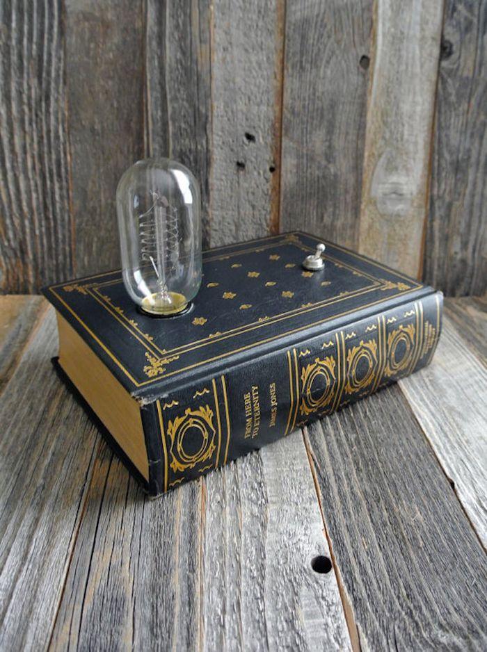 originalne-sperkovnice-a-dekorativne-lampy-zo-starych-knih-fox-a-dye-1
