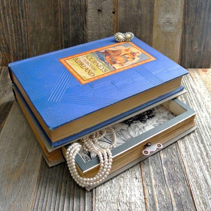 originalne-sperkovnice-a-dekorativne-lampy-zo-starych-knih-fox-a-dye-3