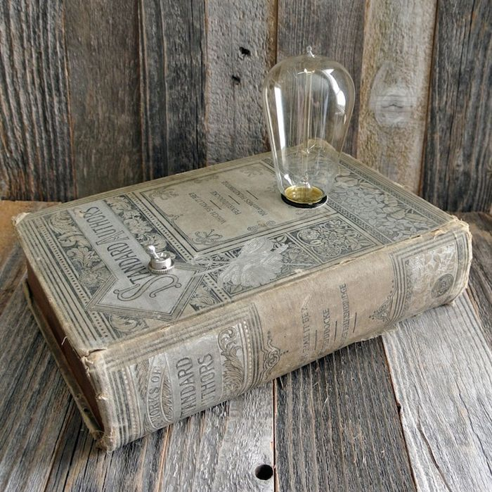 originalne-sperkovnice-a-dekorativne-lampy-zo-starych-knih-fox-a-dye-5