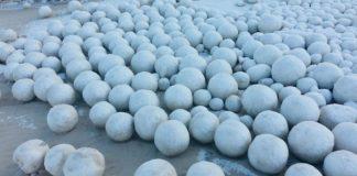 Obrovské snehové gule, ktoré sa objavili na sibírskej pláži v Nyde