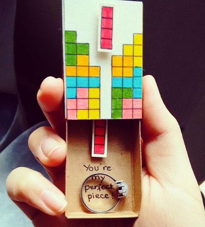 umelec-vytvara-vtipne-prekvapive-odkazy-v-zapalkovych-krabickach-13