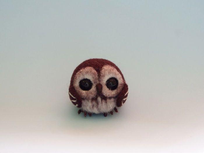 anna-vyraba-plstene-zvieratka-z-drotu-plsti-a-koralkovych-ociek-6