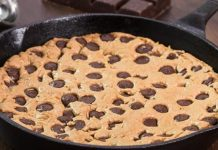 Čokoládový cookie koláč pripravený na panvici | Recept, ktorý si zamilujete!