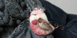 Plstené brošne podľa fotografií vtáčikov | Julia Kovaliova