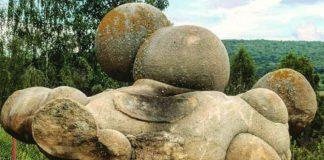 Kamene rastú a množia sa, akoby boli živé - Trovant | Costesi, Rumunsko