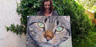 Portréty zvierat z korálikov a gombíkov spod rúk Sarah Jane Connors