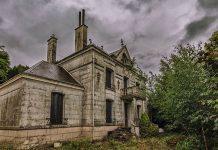 Fotograf našiel na francúzskom vidieku opustený dom a bol prekvapený, čo videl vnútri!