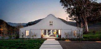 Stará stodola premenená na moderné ekologické bývanie