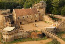 Hrad Guedelon stavajú už 20 rokov stredovekými technikmi a postupmi