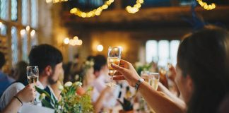 Jednoduchý trik, aby nevyprchali bublinky zo šampanského