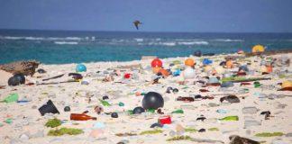 Vedci náhodou objavili enzým PETase rozkladajúci plastový odpad