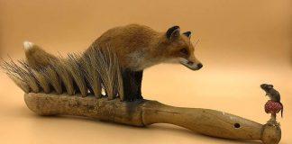 Simon Brown spája staré kefy a plstené zvieratká a výsledok je očarujúci!