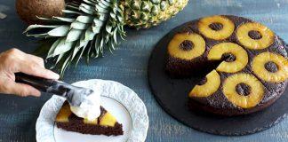 Obrátený čokoládovo-kokosový koláč s ananásom s kopčekom zmrzliny | Recept