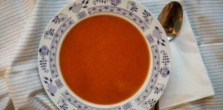 Paradajková polievka so sušenými paradajkami a avokádom | Recept