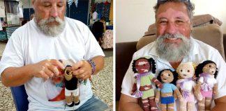 Deduško háčkuje bábiky s vitiligom pre deti s rovnakým ochorením