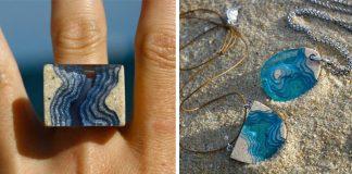 Šperky z piesku a živice pripomínajú pláže a krištáľovo čistú morskú vodu