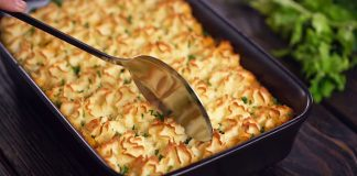Írsky pastiersky koláč | Recept na sýte jedlo pripravíte na jednom plechu